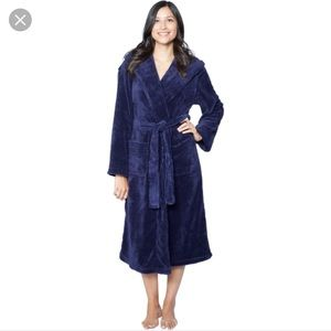 NWOT Sonoma navy blue fluffy robe